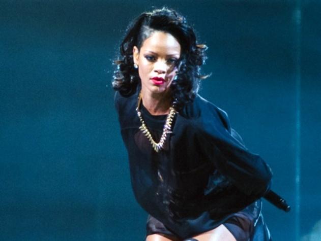 8 Rihanna in concert Houston November 2013