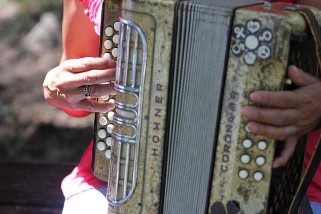 Austin Photo Set: News_elle_austin music map_nov 2012_las hermanitas garzas