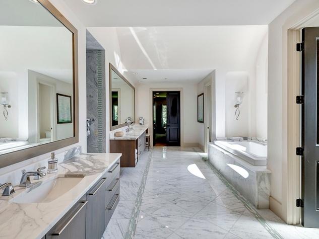 Master bath at 3417 Villanova in Dallas