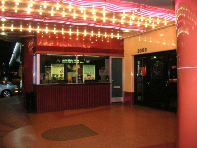 News_River Oaks Theatre_front_entrance_night