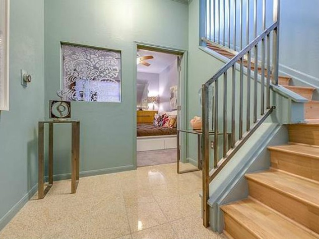3225 Turtle Creek Blvd staircase