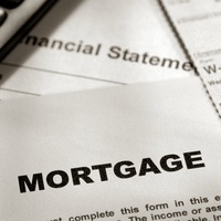 mortgage rates with pen and calculator