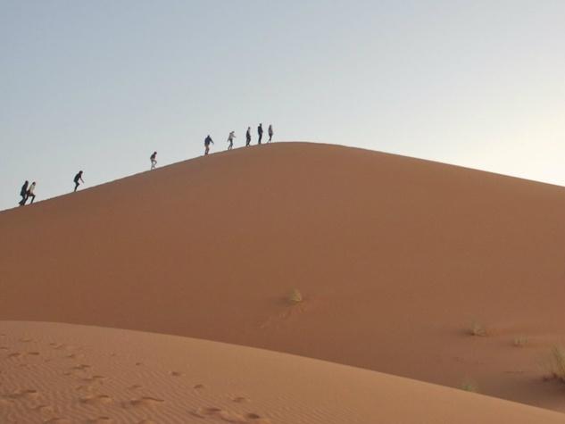 sahara desert people walking