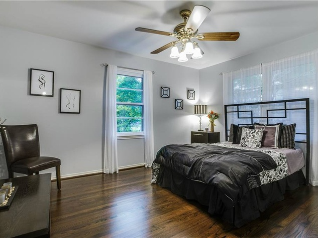 Master bedroom at 11207 Sinclair Ave in Dallas