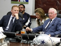Matthew Postins: Jerry Jones hangs Jason Garrett out to dry — again