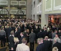 News_Dan Duncan_funeral_crowd