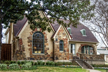 Old an new design combine for chic synergy on East Dallas home tour