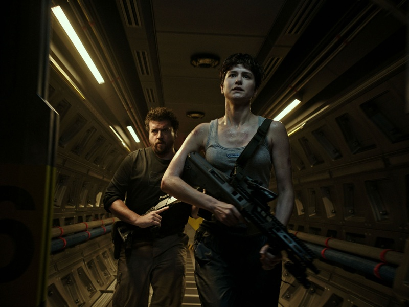 Danny McBride and Katherine Waterston in Alien: Covenant