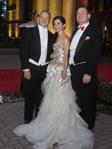 News_Houston Grand Opera Ball_April 2012_Patrick Summers_Cynthia Petrello_Perryn Leech.jpg