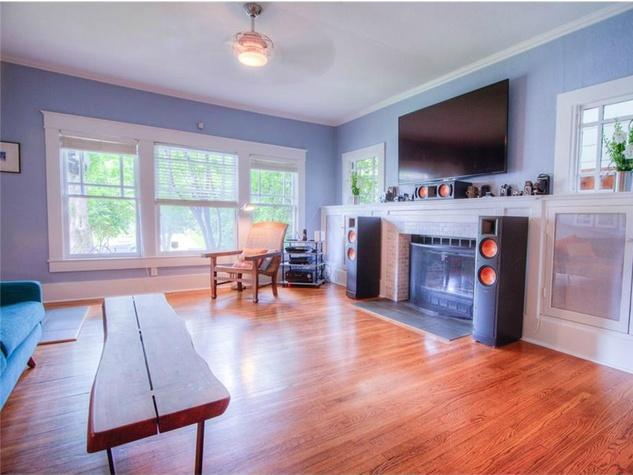5823 Richmond Ave. Dallas home for sale living room