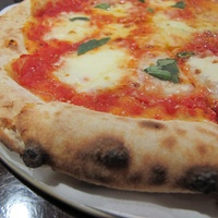 News_Ruthie_where to eat right now_Pizaros_Pizza Napoletana