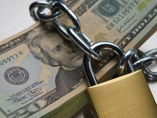 News_pay raise_money_lock