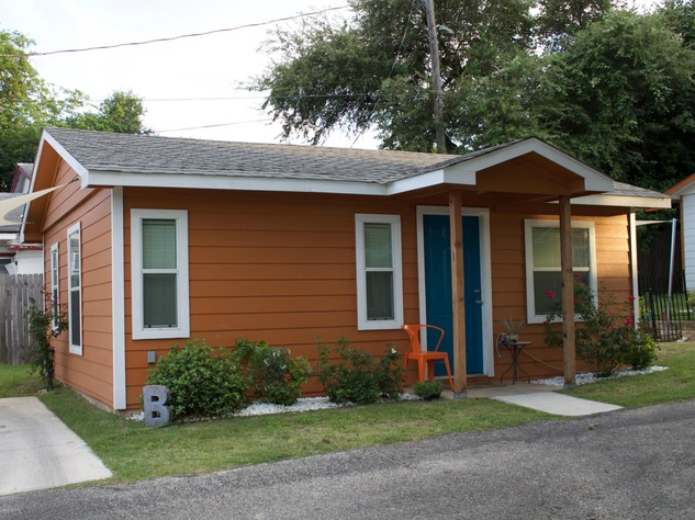 Zumper rental 1116 Northwestern Avenue home house East Austin Boggy Creek OCtober 2015