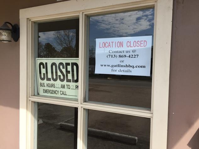 Gatlin's BBQ closed sign