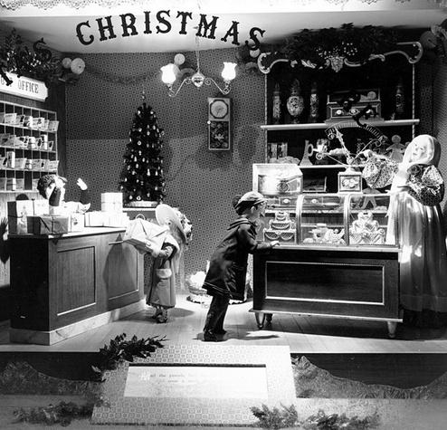 Austin Photo: News_olga_Foley's Macy's close_January 2012_Christmas window 2