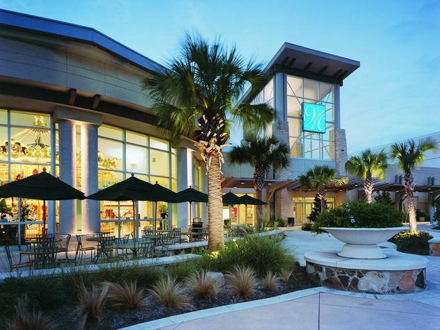 News_Memorial City Mall_night