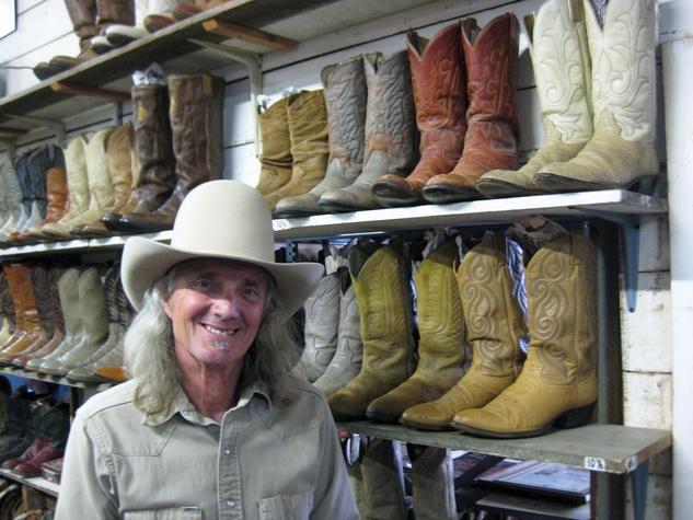News_Peter Barnes_Texas Junk Co._Bob