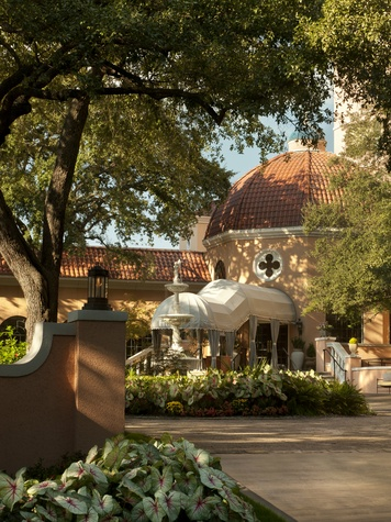 Exterior of Rosewood Mansion on Turtle Creek in Dallas