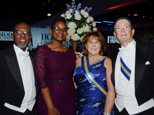 290 Dr. Loius Browne, from left, Natalie Young and Cathy and Kirk Wardlaw at the Consular Ball October 2013