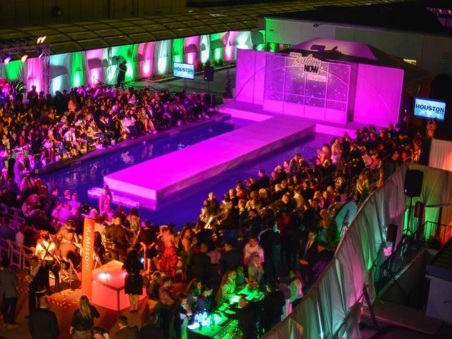 Simon Primavera Fashion Show, crowd, venue