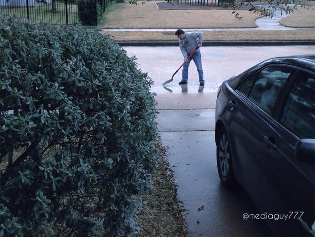 Houston snow shoveling nothing January 2014