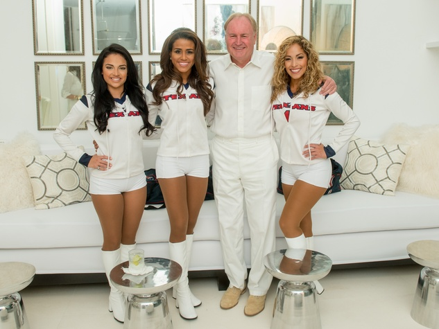 6 Houston Texans Cheerleader (HTC) Gelesann, HTC Ashley, Gary Petersen, HTC Antonieta at the Texans White Party September 2014.