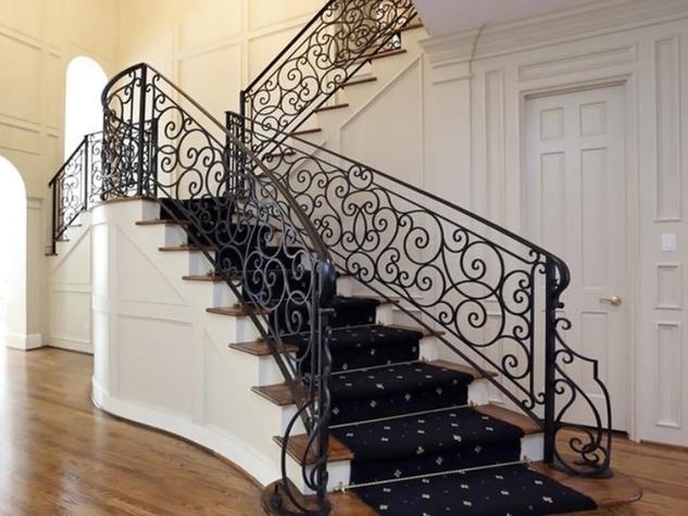 Astros $100 million man Carlos Lee sells Sugar Land mansion November 2014 stairwell