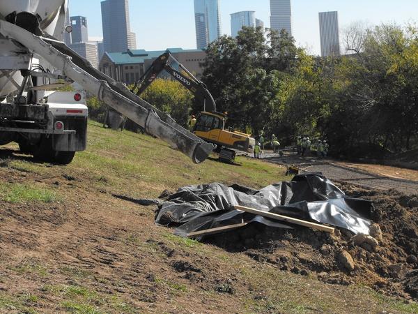 http://media.culturemap.com/crop/d9/1e/600x450/Buffalo_Bayou_enhancements_construction_3.jpg