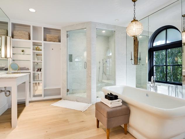 1625 Watchhall Austin house for sale bathroom
