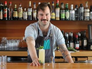 Justin Elliott_qui_bartender
