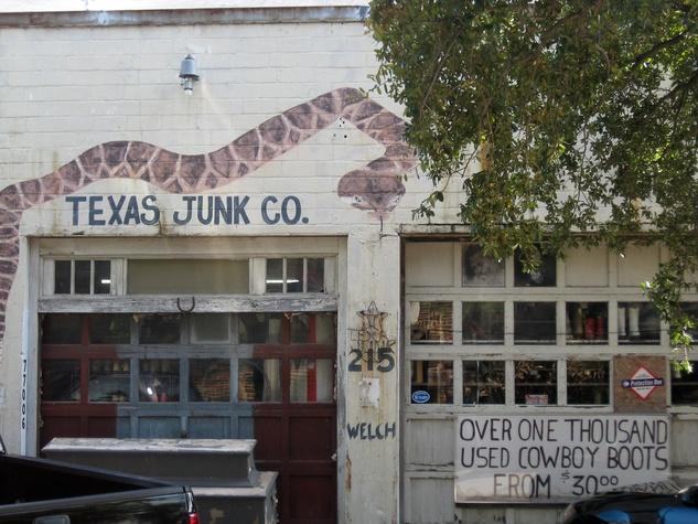 News_Peter Barnes_Texas Junk Co._storefront