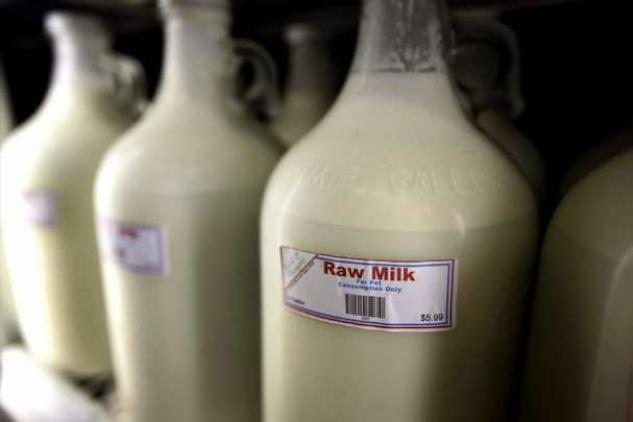Austin Photo Set: News_Katie_legislative cocktail hour_milk_feb 2013_raw milk