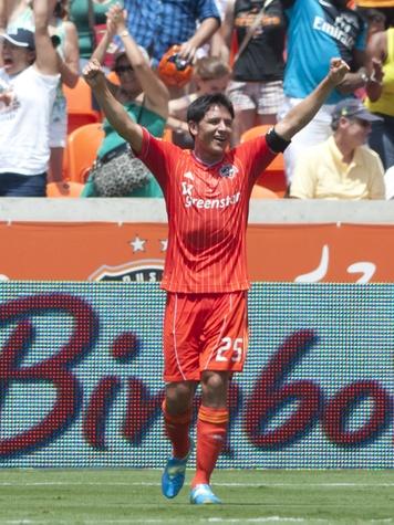 Brian Ching Dynamo goal celebration