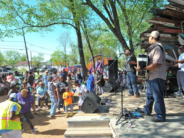 Easter egg drop in Fifth Ward at Lyons Avenue Renaissance Festival March 2015 Brian Jack and the Zydeco Gamblers