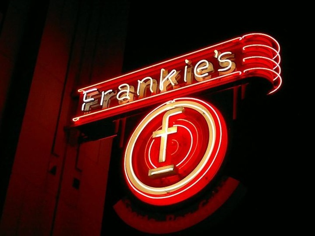 Frankie's Sports Bar & Grill in Dallas