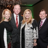 Susan Krohn, from left, Archie Manning and DeeDee and Wallis Marsh at the Knowledge Arts Foundation dinner November 2013