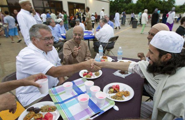 Diverse group gathers at Muslim center in Austin