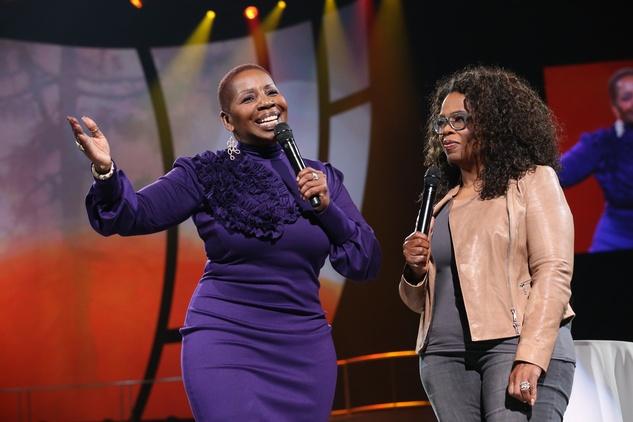 """yanlaVanzant,hostofOWN's""""Iyanla:FixMyLife,""""onstageduring""""Oprah'sTheLifeYouWantWeekend""""attheToyotaCenter"""