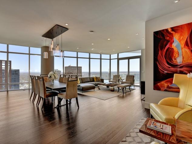 Austonian 33FF living room
