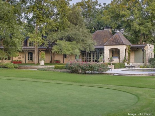 Putting green at 4906 Park Ln. in Dallas