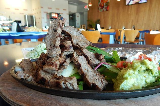 Hugo Caliente restaurant October 2014 beef fajitas