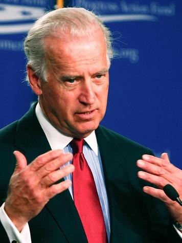 News_Joe Biden_at mic