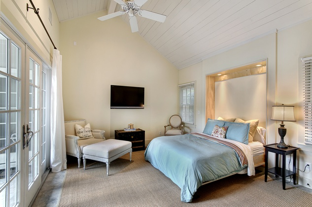 13 On the Market 2107 Looscan September 2014  poolhouse