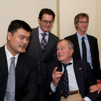 Yao Ming, from left, Kyle MacLachlan, President George H.W. Bush, Dana Carvey, Eric Dunham and Barbara Bush at the George Bush Presidential Library Foundation dinner December 2013