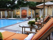 News_Hotel pools_Hotel Granduca_lounge chairs