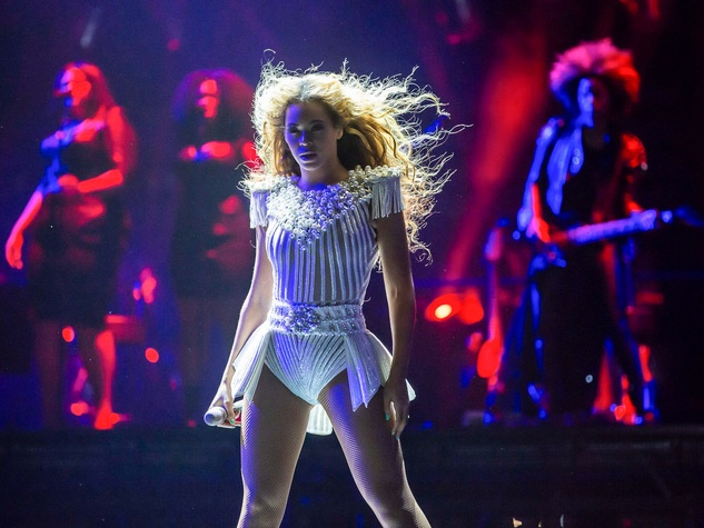 Beyonce in concert white costume