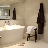 News_AVIA Hotels_The Woodlands_bath