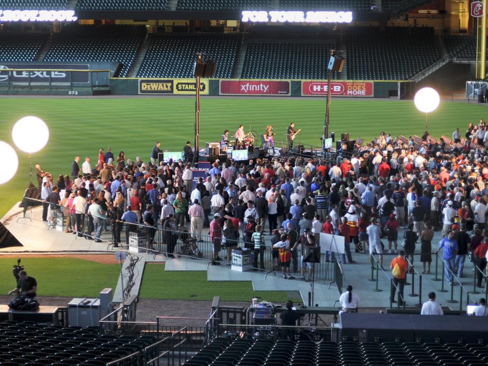 Astros new uniform crowd