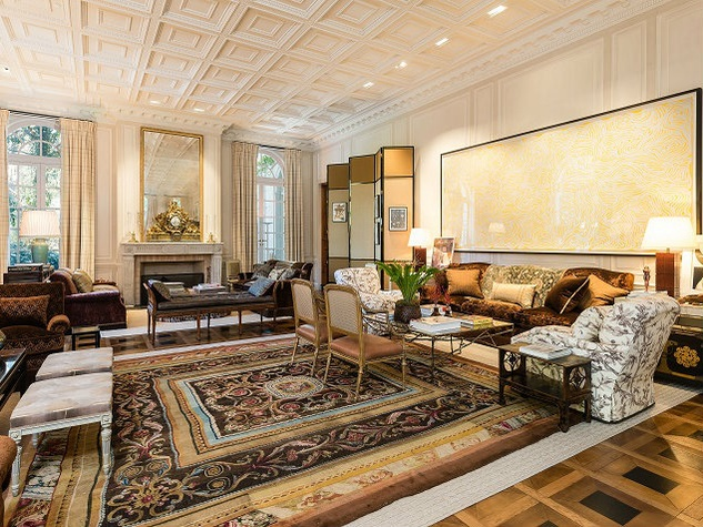 10000 Hollow Way main house living room