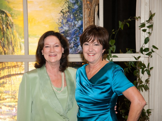101 Cynthia Adkins, left, and Liz Rigney at the Theta Charity Antiques Show preview party November 2013